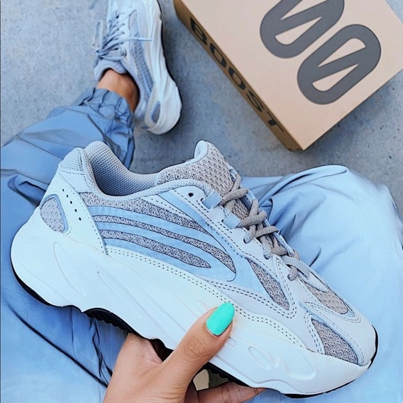 purchase cheap 2bf63 013d8 Yeezy Boost 700 v2 static